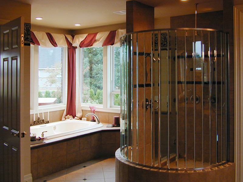 Luxury House Plan Bathroom Photo 01 -  011S-0076 | House Plans and More