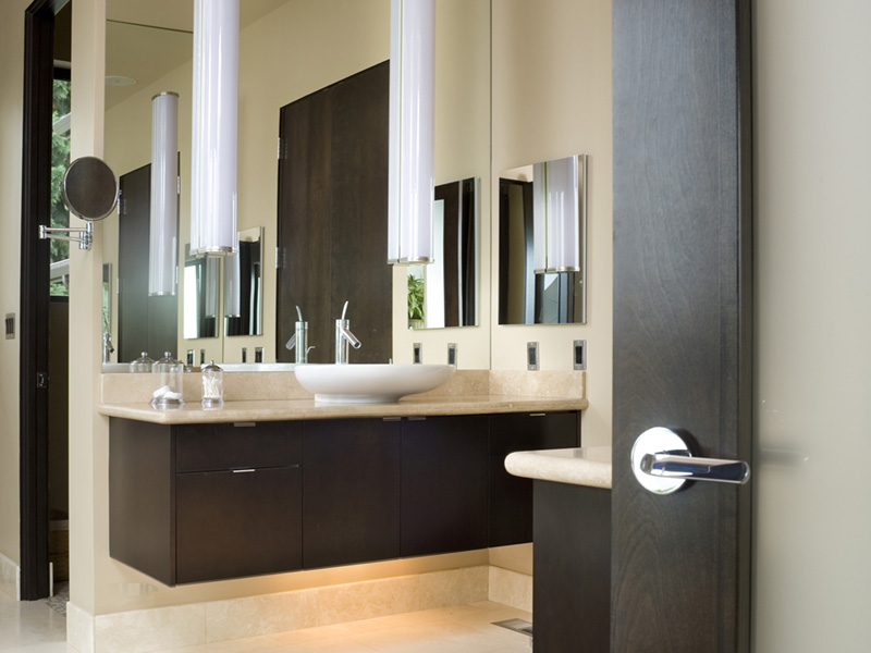 Rustic Home Plan Bathroom Photo 01 - Demarco Luxury Prairie Home 011S-0085 | House Plans and More