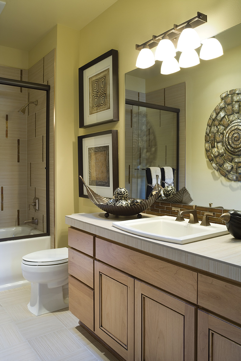 Lake House Plan Bathroom Photo 01 - Patterson Luxury Craftsman Home 011S-0087 | House Plans and More