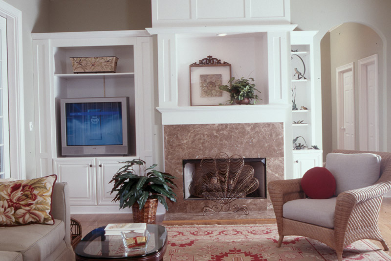Southern House Plan Living Room Photo 01 - Heritage Manor Southern Home 024S-0001 | House Plans and More