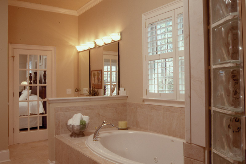 Arts & Crafts House Plan Master Bathroom Photo 01 - Heritage Manor Southern Home 024S-0001 | House Plans and More