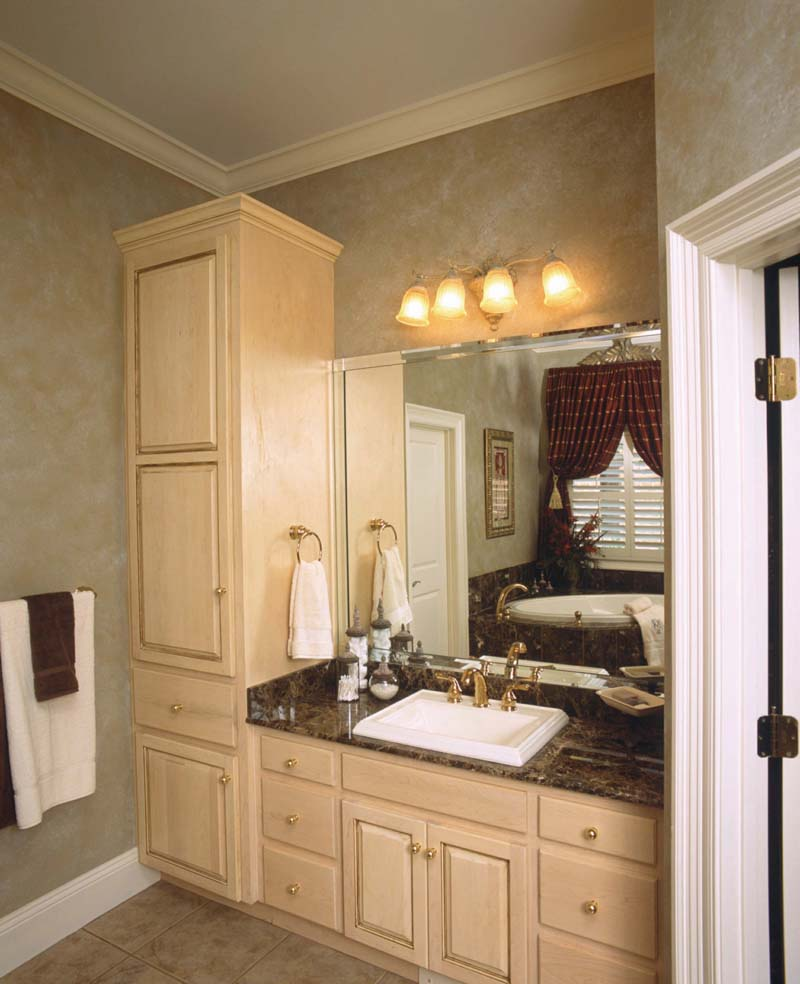 Colonial House Plan Bathroom Photo 01 - Prentiss Manor Colonial Home 024S-0023 | House Plans and More
