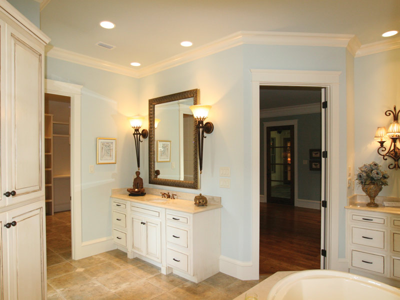 Arts & Crafts House Plan Master Bathroom Photo 01 - Briley Southern Craftsman Home 024S-0025 | House Plans and More