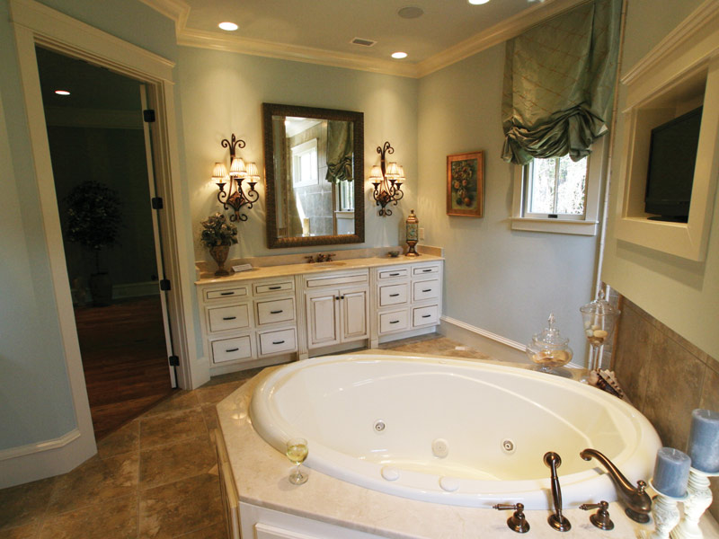 Arts & Crafts House Plan Master Bathroom Photo 12 - Briley Southern Craftsman Home 024S-0025 | House Plans and More