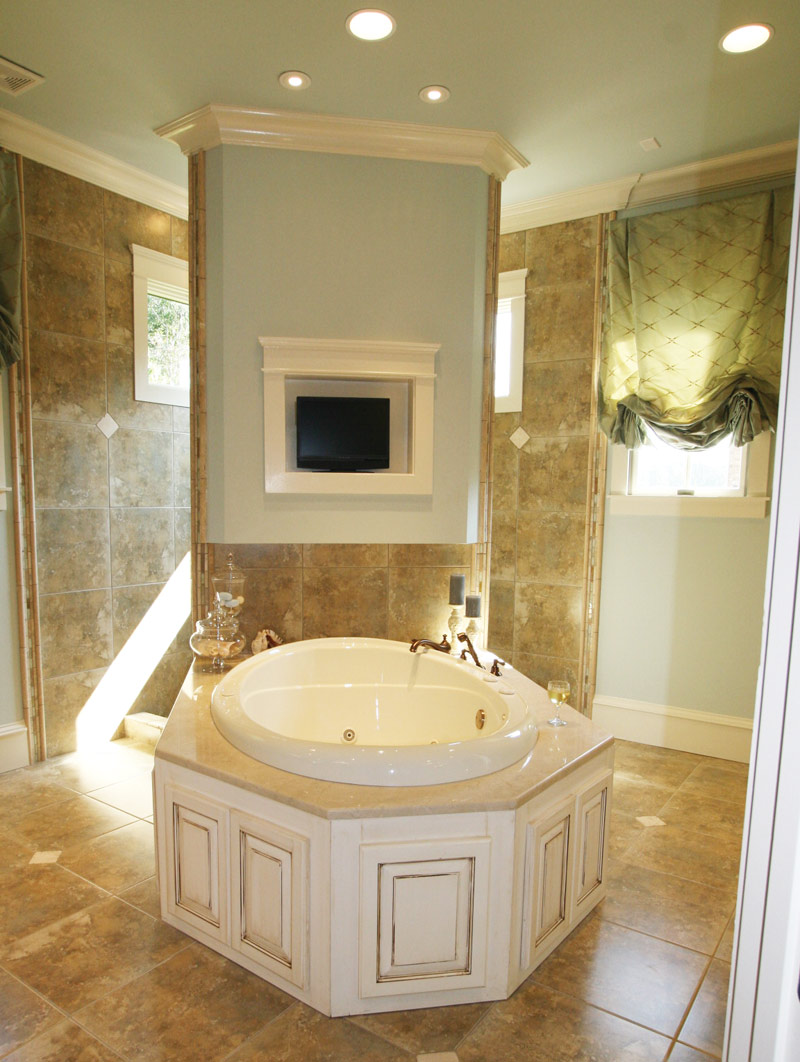 Arts & Crafts House Plan Master Bathroom Photo 02 - Briley Southern Craftsman Home 024S-0025 | House Plans and More