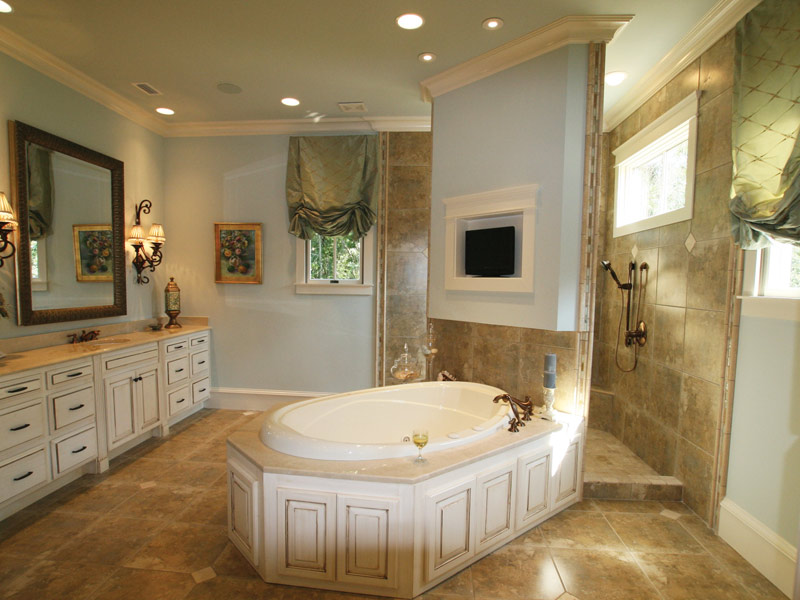 Arts & Crafts House Plan Master Bathroom Photo 09 - Briley Southern Craftsman Home 024S-0025 | House Plans and More