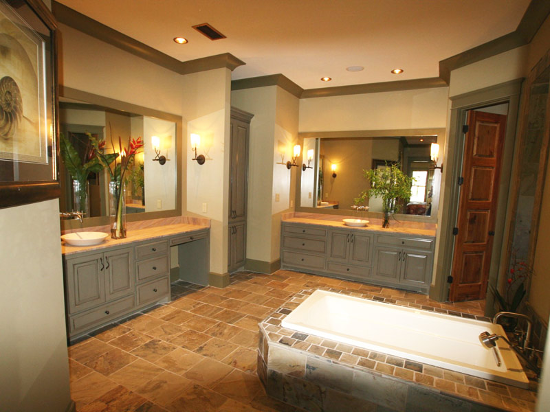 Luxury House Plan Master Bathroom Photo 02 - Dickerson Creek Rustic Home 024S-0026 | House Plans and More