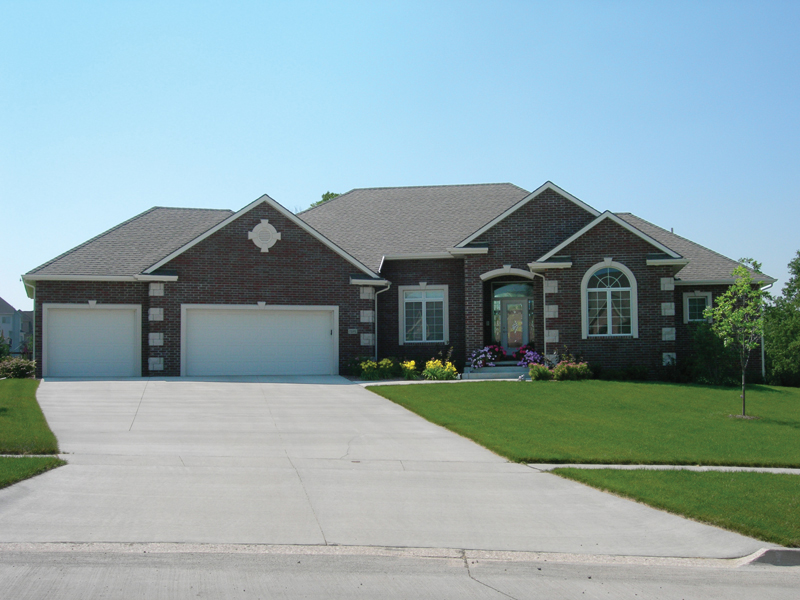 High Styled Traditional Home With Strong Décor