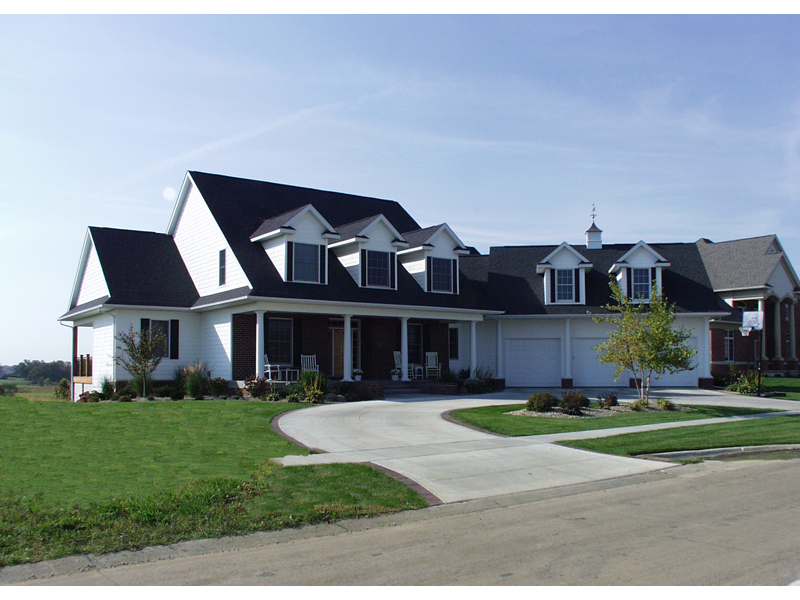 Home Has Country Style And Strong Curb Appeal