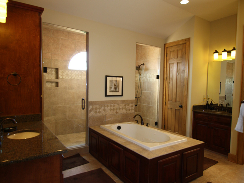 Arts & Crafts House Plan Master Bathroom Photo 02 - 056D-0118 | House Plans and More