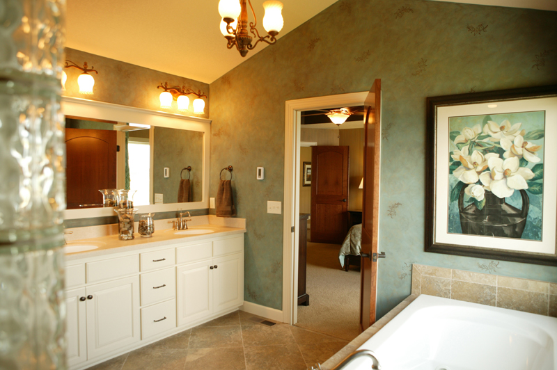 Arts & Crafts House Plan Master Bathroom Photo 01 - Edsel Arts And Crafts Home 072S-0003 | House Plans and More