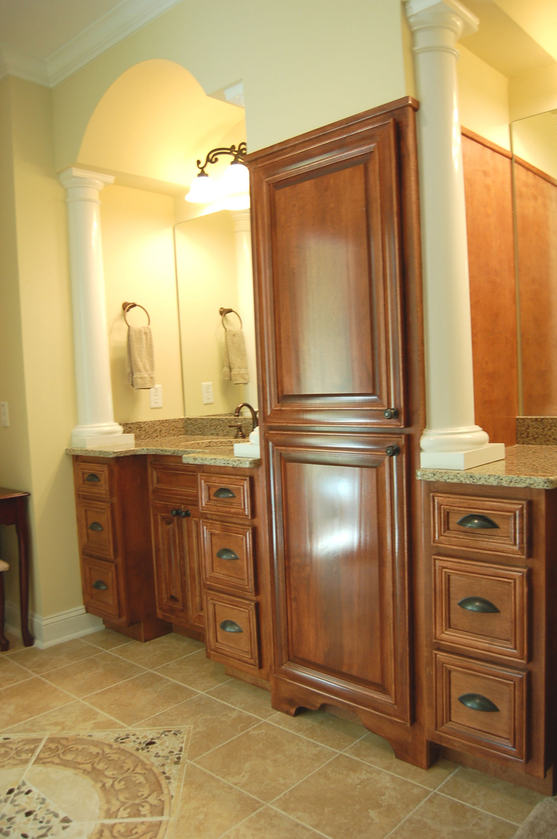 Luxury House Plan Master Bathroom Photo 01 - Lemonwood Arts And Crafts Home 076D-0204 | House Plans and More