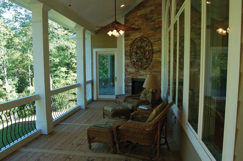 Luxury House Plan Porch Photo 01 - Lemonwood Arts And Crafts Home 076D-0204 | House Plans and More