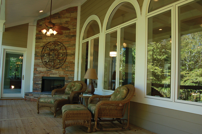 Luxury House Plan Porch Photo 02 - Lemonwood Arts And Crafts Home 076D-0204 | House Plans and More
