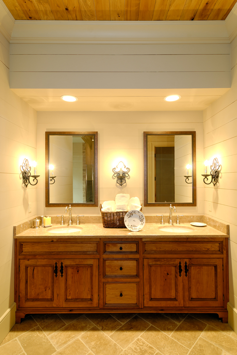 Rustic Home Plan Bathroom Photo 01 - Humphrey Creek Rustic Home 082S-0002 | House Plans and More